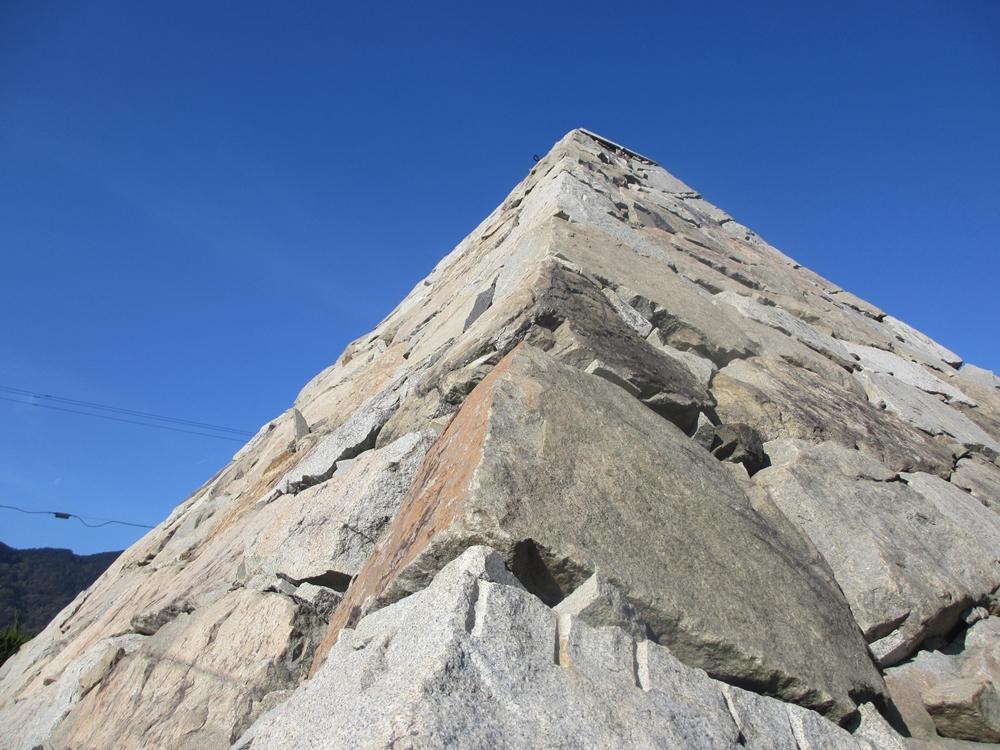 ピラミッドのアップ2(香川県高松市庵治町)