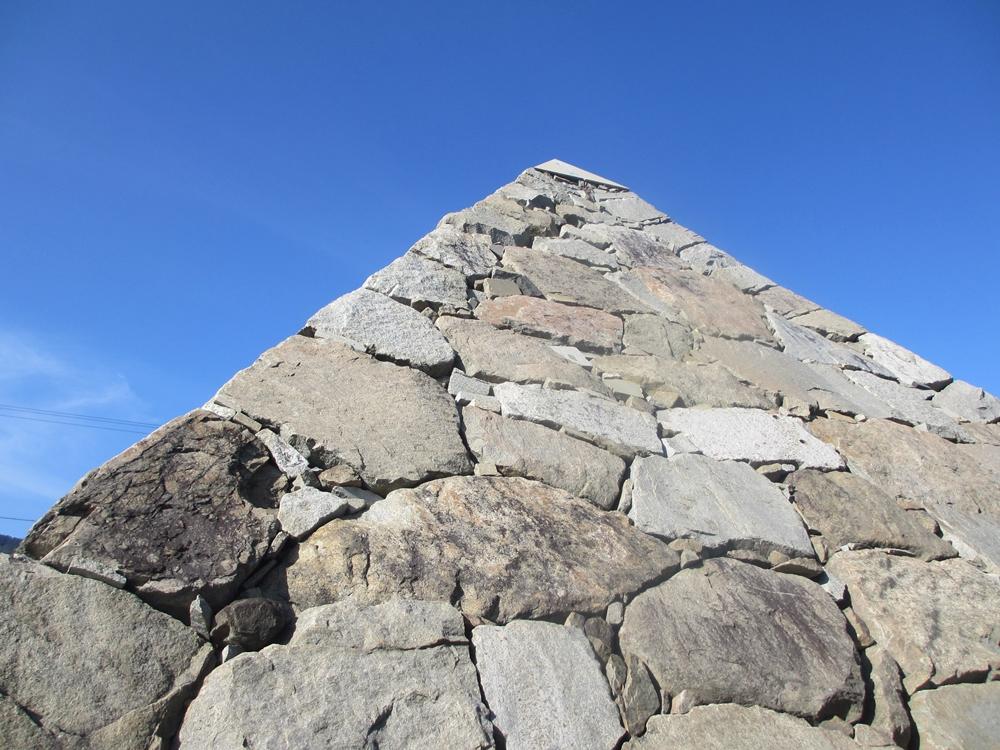 ピラミッドのアップ(香川県高松市庵治町)